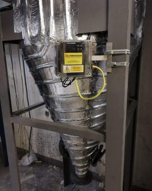Trace heating hopper ash handling